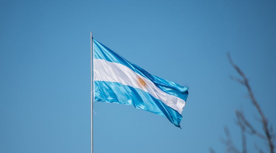 Argentina-Rate-Hike-Comes-After-Currency-Tumbles-915x510.jpg